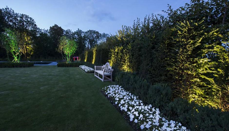 Giardini con illuminazione